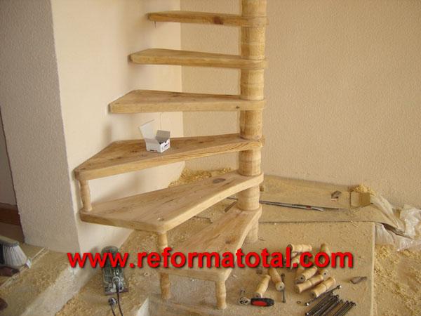 04 45 fotos escaleras caracol reformas integrales en for Modelos de gradas de madera
