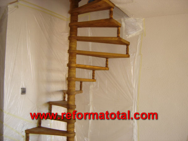 04 46 imagenes escaleras de madera reformas integrales - Precios de escaleras de madera para casas ...