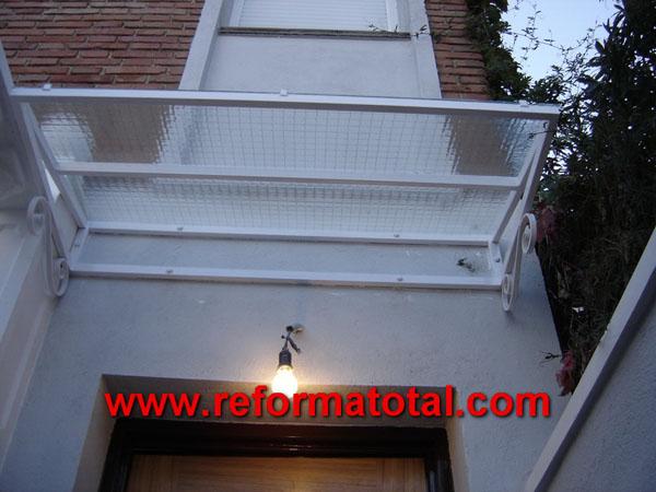 005 095 fotos de marquesinas casas im genes de for Marquesinas para puertas de entrada