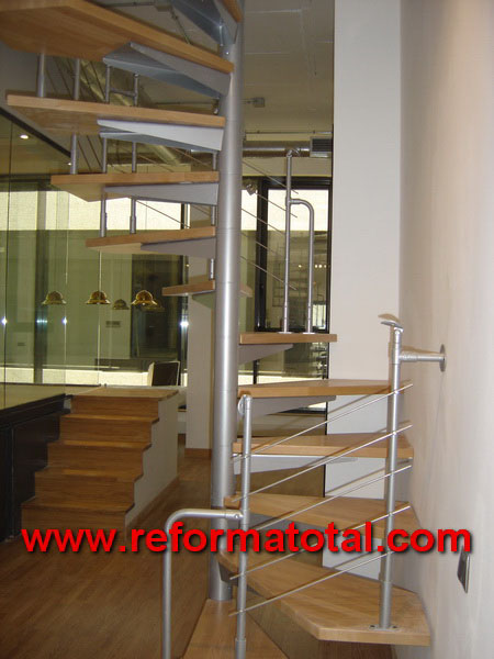 12 03 imagenes escaleras caracol madera reformas - Decoracion de escaleras interiores ...