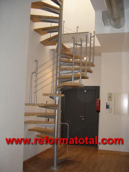 12 03 imagenes escaleras caracol madera reformas - Disenos de escaleras de madera para interiores ...