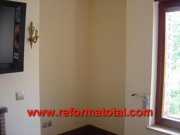 26 05 fotos reparar humedad pared fotos de reformas y - Pintar paredes con humedad ...