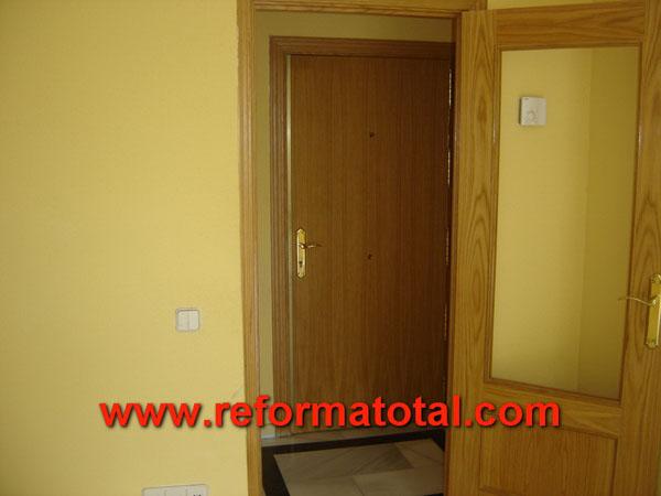 27 03 imagenes puertas madera fotos de reformas y for Cambiar puertas piso