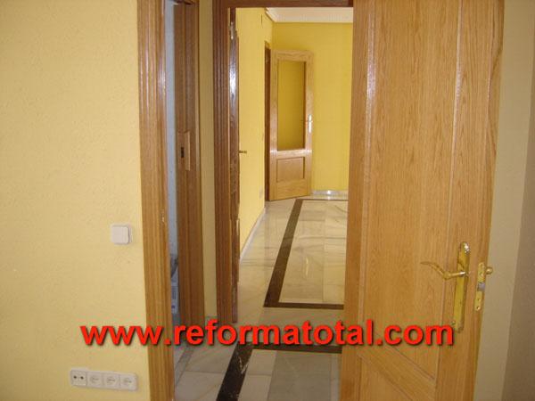 27 03 imagenes puertas madera reforma total en madrid for Cambiar puertas piso