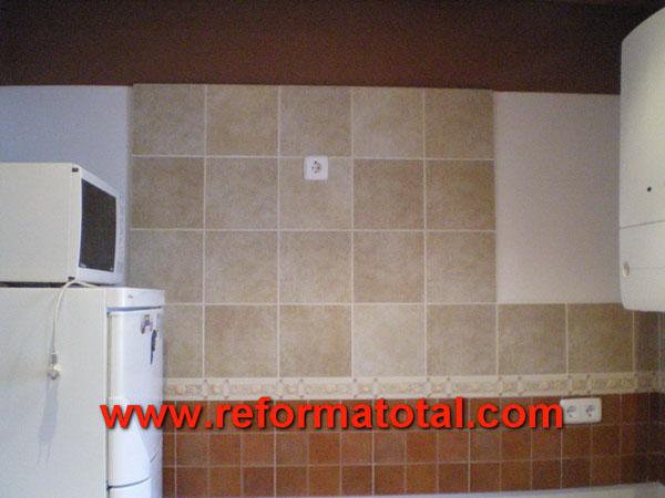 030 070 fotos de cocina alicatar paredes im genes de for Paredes vinilicas cocina
