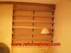 052-persianas-de-madera-ventana-habitacion.jpg