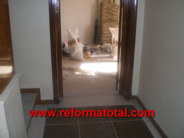040 fotos reforma integral piso fotos de reformas y for Molduras para decorar puertas