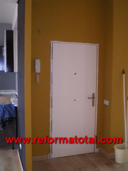 040 012 fotos pintura paredes fotos de reformas y decoraciones imagenes reformas integrales - Pintar puertas de casa ...