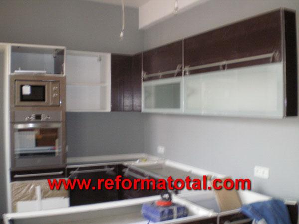 040 021 imagenes cerramientos cocinas reformas for Muebles de cocina empotrados