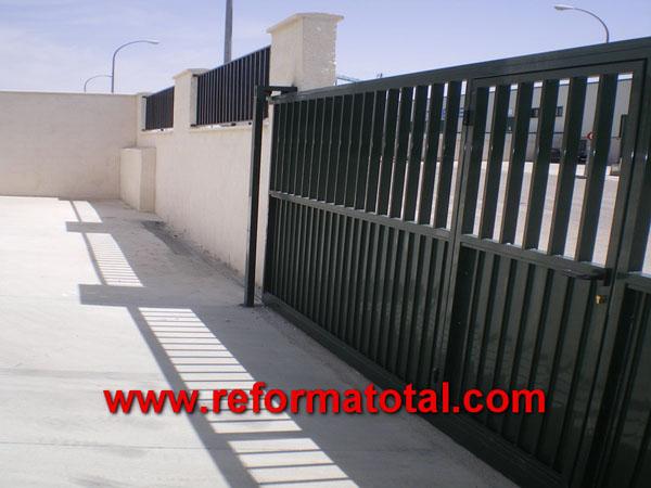 044 03 fotos fachadas naves industriales reformas for Puertas corredizas metalicas