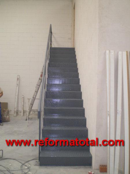 044 08 imagenes escaleras metalicas reformas integrales for Escalera metalica plegable precio