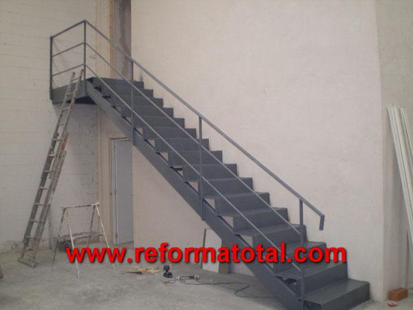 044 08 imagenes escaleras metalicas reformas integrales for Como hacer una escalera caracol metalica