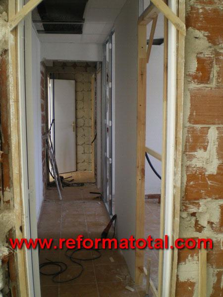044 010 imagenes instalacion puertas reforma total en for Instalacion de puertas