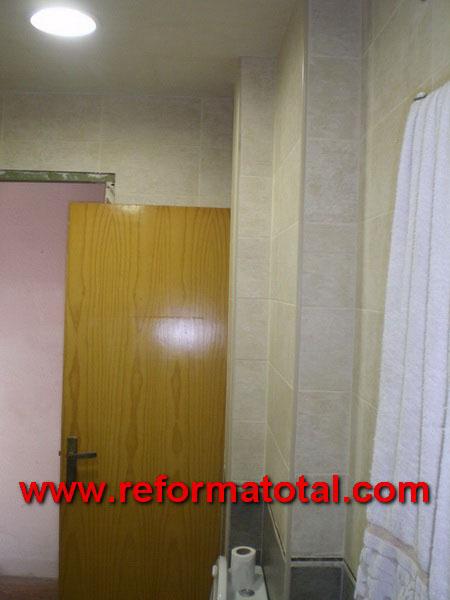 045 108 fotos de alicatar paredes ba o im genes de - Alicatar cuarto de bano ...