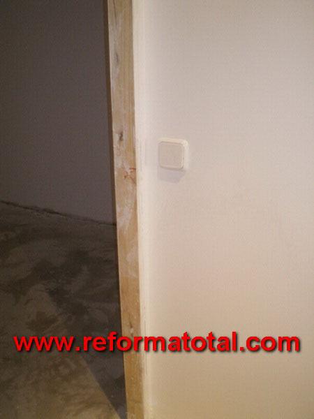 047 01 imagenes reforma piso fotos de reformas y - Moldura madera pared ...