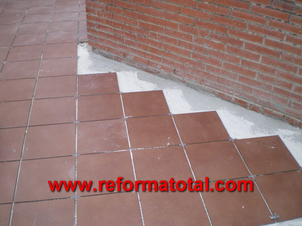052 06 fotos pavimento ceramico reformas integrales en On ceramica patios fotos