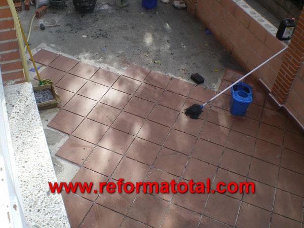 052 07 imagenes pavimento de gres reforma total en - Suelos para patios exteriores ...