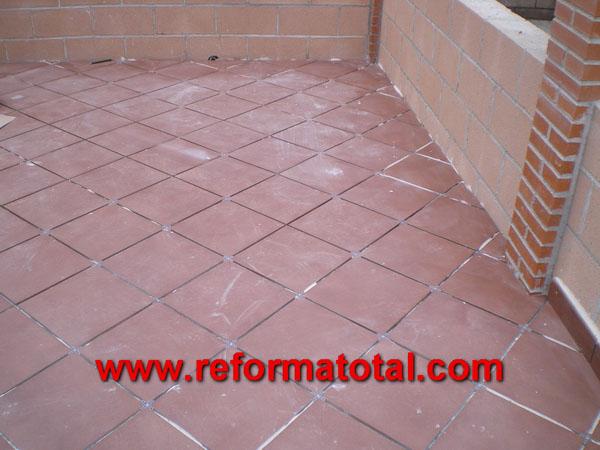 052 07 imagenes pavimento de gres reforma total en for Suelos de patios