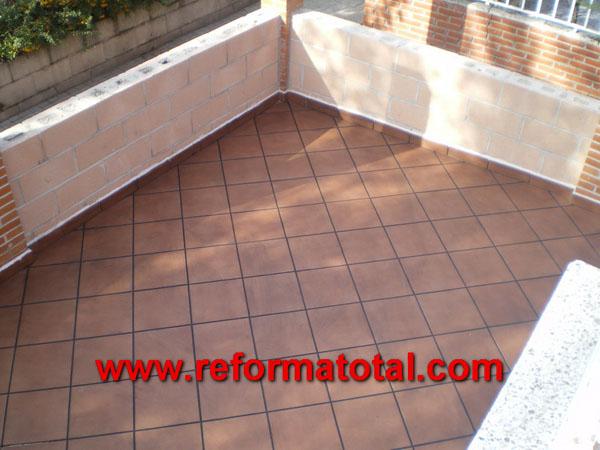 052 08 fotos pavimentos exteriores reformas integrales for Suelos de patios