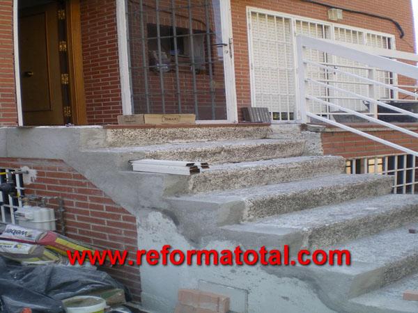 precios reforma patio casa restaurar rehabilitar escalera ladrillos