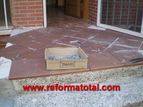 052 09 imagenes decoracion patios reformas integrales en for Ceramicas patios exteriores