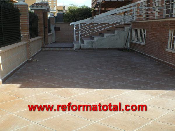 052 10 fotos escaleras para exteriores reformas - Suelos para patios ...