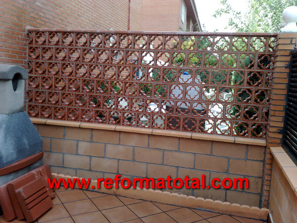052 12 fotos vallas metalicas reformas integrales en for Decoracion de jardines y muros exteriores