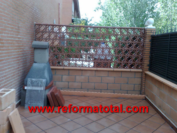 052 12 fotos vallas metalicas reformas integrales en for Decoracion patios exteriores fotos