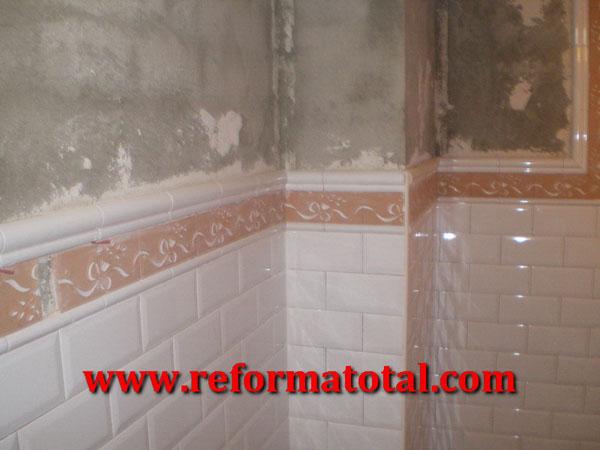 053 009 fotos de alicatar paredes ba o im genes de - Pintura para azulejos de bano ...