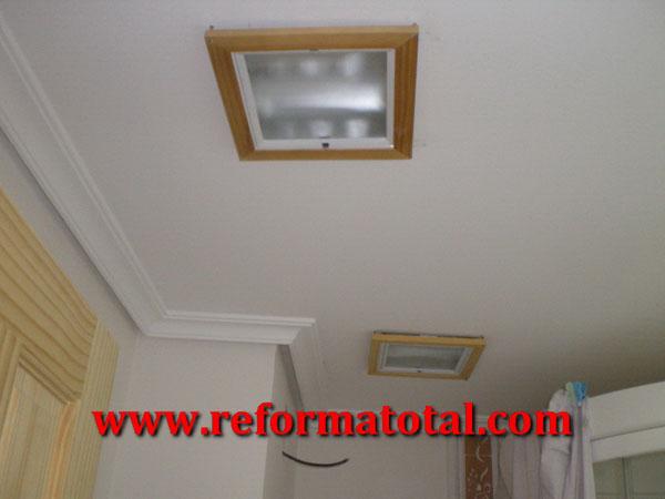 Alicatar paredes ba os reforma total en madrid empresa - Falsos techos para banos ...