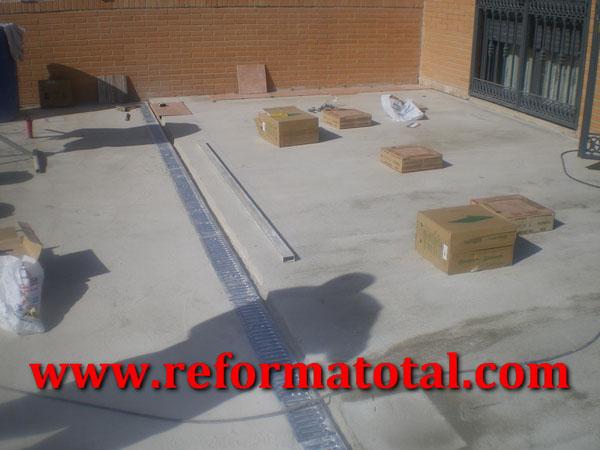 055 07 imagenes suelos hormigon patio fotos de reformas for Materiales para patios exteriores